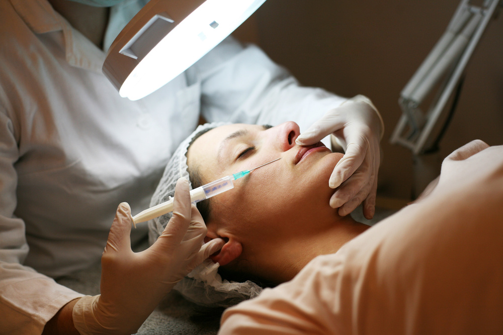 plastic surgeon performing botx treatments in houston texas