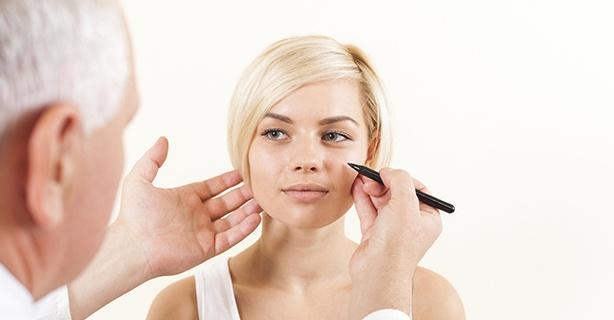 Face-lift-consultation